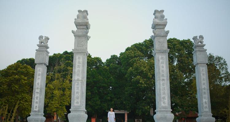 Lăng Kinh Dương Vương cổng