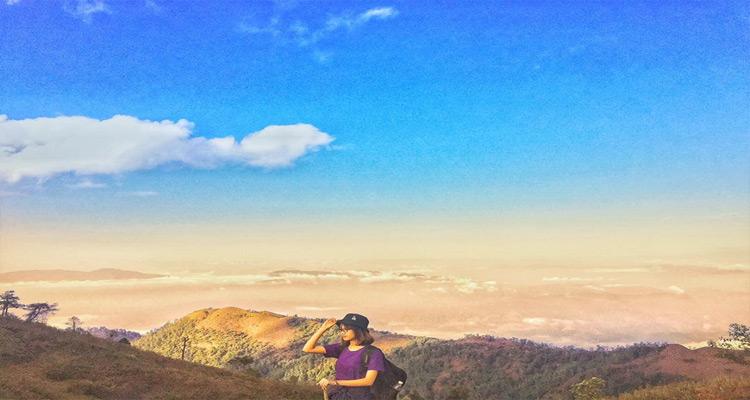 Ngắm nhìn toàn bộ quang cảnh núi rừng trên đường leo Lảo Thẩn