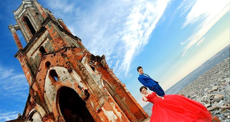 Chụp cưới tại nhà thờ đổ Hải Lý