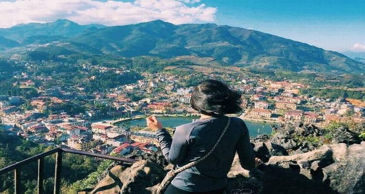 Điểm ngắm toàn cảnh Sapa ở trên đỉnh núi Hàm Rồng