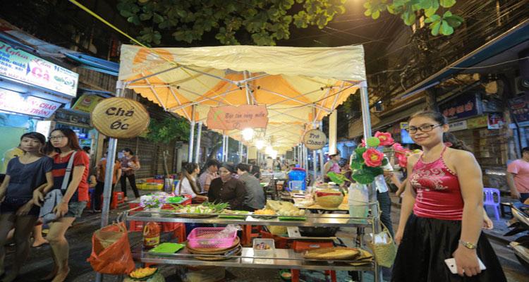 Phố ẩm thực Hàng Buồm có 40 gian hàng