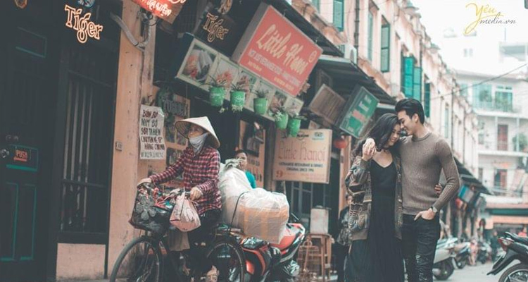Phố Tạ Hiện chụp ảnh kỷ niệm
