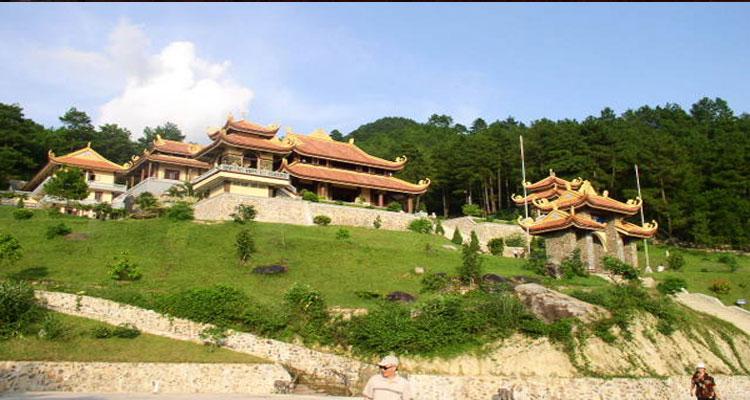 Tây Thiên cách thủ đô Hà Nội khoảng 70km