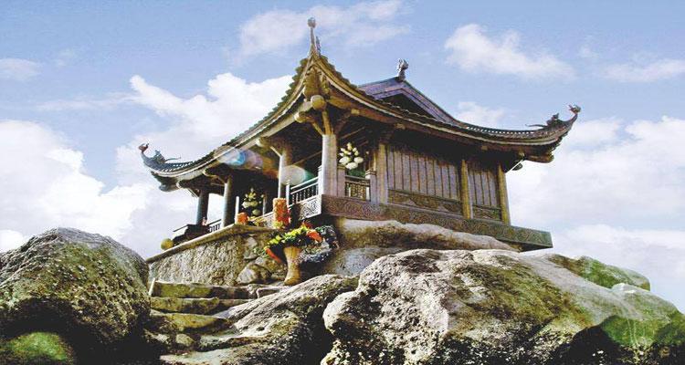 Chùa Đồng trên đỉnh Tây Yên Tử
