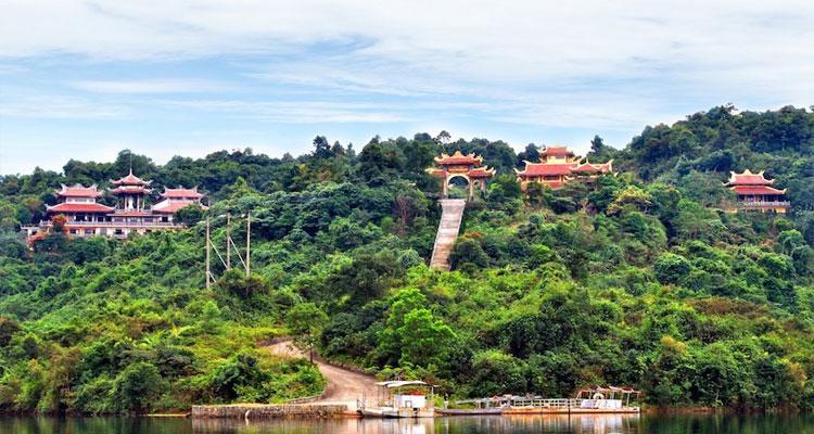 Thiền viện Trúc Lâm Bạch Mã được xây dựng năm 2006