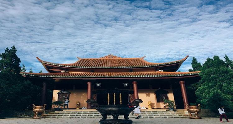 Thiền viện Trúc Lâm Đà Lạt là một địa điểm yêu thích của khách du lịch