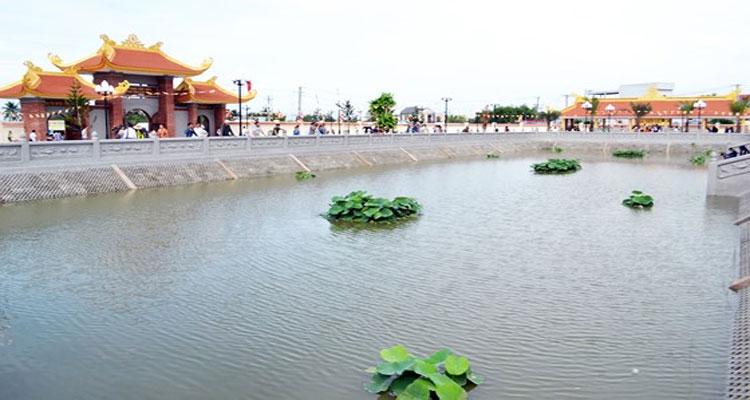 Thiền viện Trúc Lâm Hậu Giang là nơi tu theo Thiền phái Trúc Lâm Yên Tử