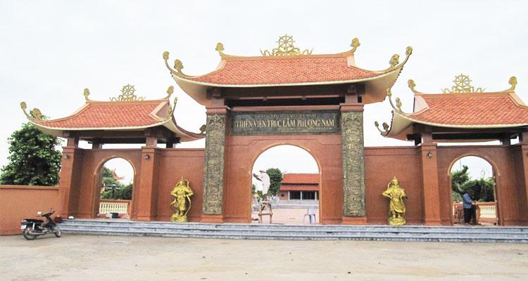 Cổng chính Thiền viện trúc Lâm Phương Nam