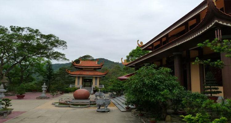 Thiền viện Trúc Lâm Yên Tử là một địa điểm du lịch nổi tiếng, là nơi Phật hoàng Trần Nhân Tông thoát tục, tu hành