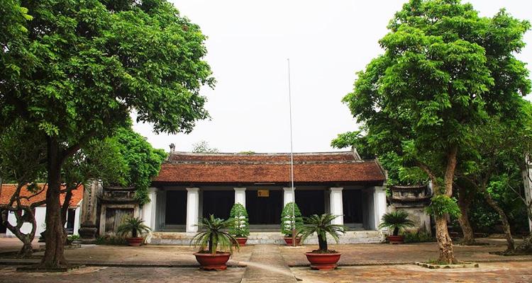 Sân Văn miếu Xích Đằng