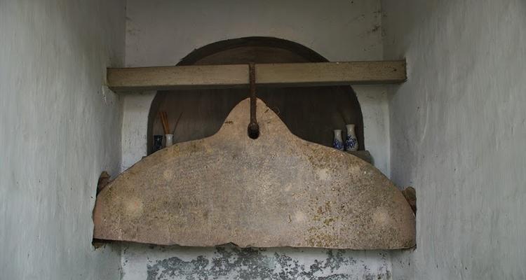 Khánh cổ ở Văn miếu Xích Đằng