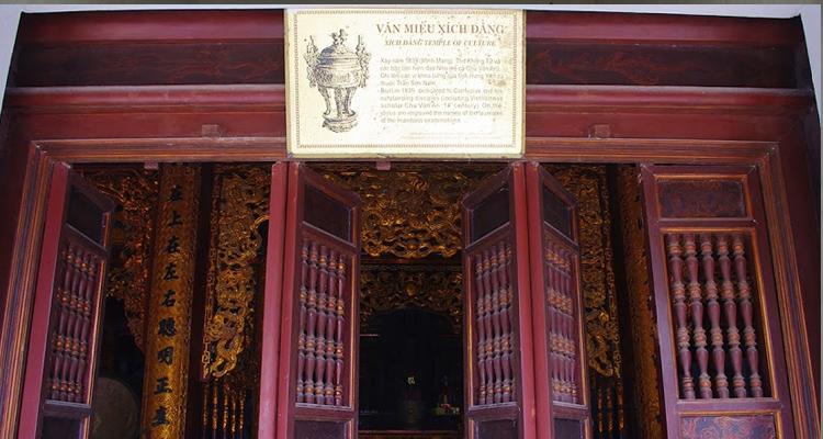 Tòa chính Văn miếu Xích Đằng