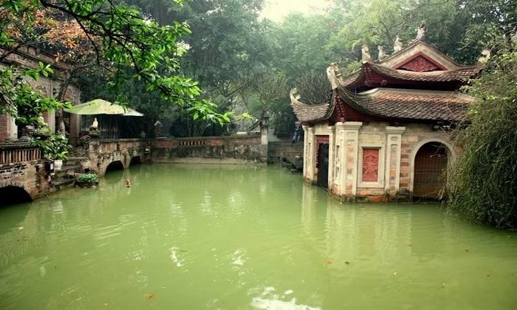 Việt Phủ Thành Chương - ao cá