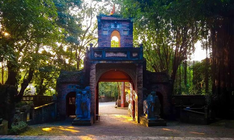 Việt Phủ Thành Chương- cổng vào