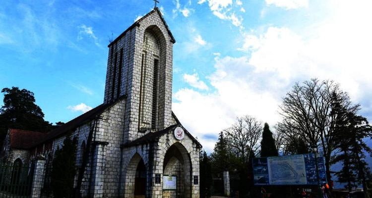 Du lịch Sapa qua 7 địa điểm - nhà thờ đá