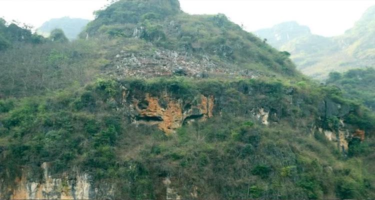 Ải Chi Lăng nằm ở xã Chi Lăng, huyện Chi Lăng, tỉnh Lạng Sơn trên quốc lộ 1A từ Hà Nội đi Lạng Sơn