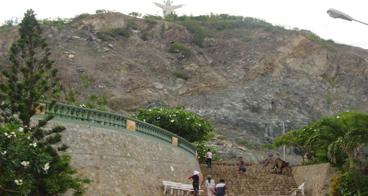 Bãi Trước Vũng Tàu - núi nhỏ