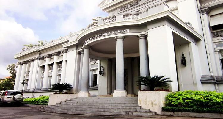 Bảo tàng Thành phố Hồ Chí Minh - cửa chính