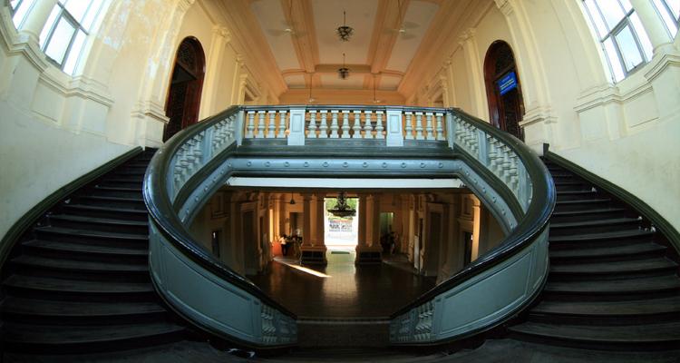 Bảo tàng Thành phố Hồ Chí Minh - cầu thang