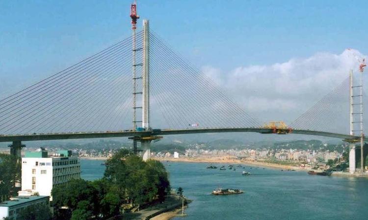 Cầu Bãi Cháy - đang hoàn thành