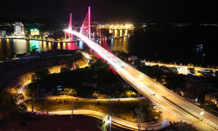 Cầu Bãi Cháy - về đêm