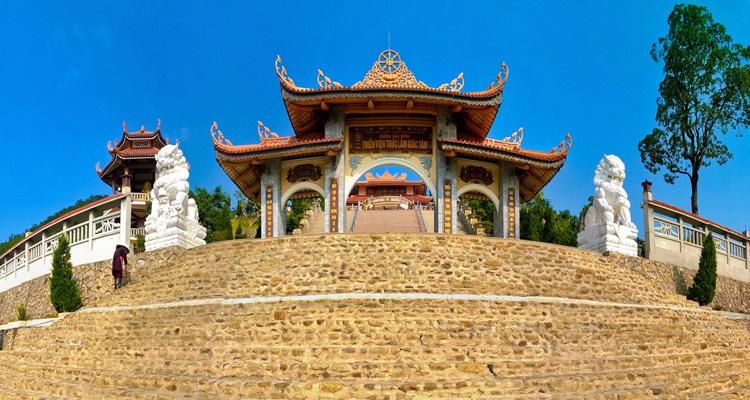 Chùa Cái Bầu Quảng Ninh 04