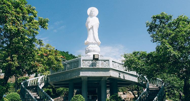 Chùa Cái Bầu Quảng Ninh 10