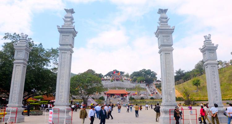 Chùa Cái Bầu Quảng Ninh 12