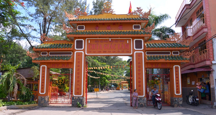 Chùa Giác Lâm - cổng tam quan