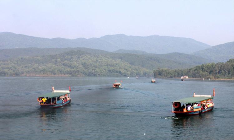Chùa Hương Tích - đi thuyền