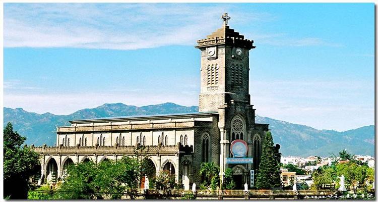 Các địa điểm tham quan gần chùa Long Sơn mà bạn không nên bỏ lỡ