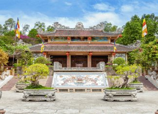 Chùa Long Sơn - Địa điểm du lịch tâm linh mà bạn không nên bỏ qua khi đến Nha Trang