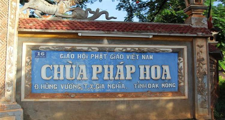 chùa Pháp Hoa là ngôi chùa nổi tiếng nhất ở Đắk Nông bởi cảnh quan và sự linh liêng