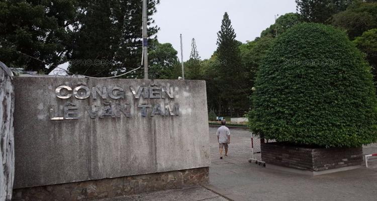Công viên Lê Văn Tám - cổng