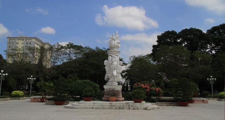 Công viên Lê Văn Tám - tượng