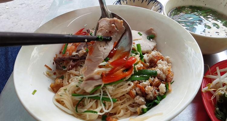 Đặc sản Sài Gòn - hủ tiếu khô