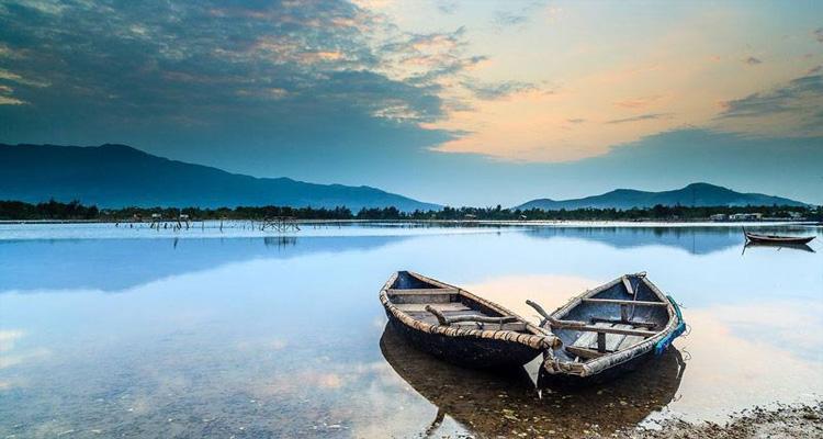 Đầm Lập An (còn được gọi là Vụng An Cư), là một đầm lớn chảy qua chân đèo Phú Gia và đổ ra vịnh Lăng Cô.