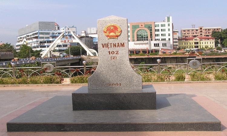 Đền mẫu Lào Cai - cột mốc