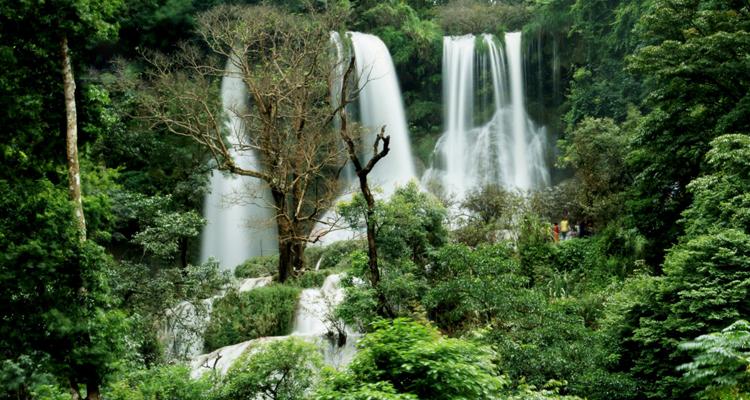 Giỗ tổ Hùng Vương nên đi đâu - thác nước