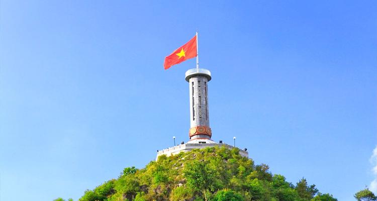 Giỗ tổ Hùng Vương nên đi đâu - cột cờ