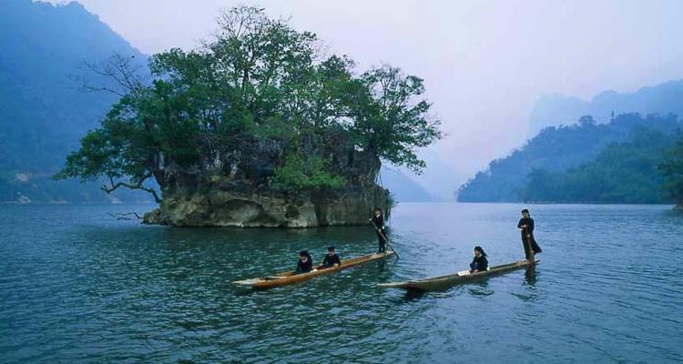 Du lịch hồ Ba Bể thuyền độc mộc