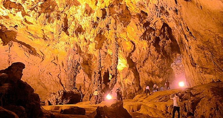 Du lịch hồ Ba Bể động Hua Mạ