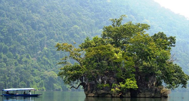 Du lịch hồ Ba Bể đảo Bà Góa