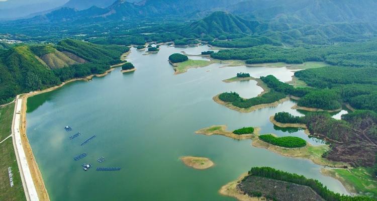 Hồ Hòa Trung 06