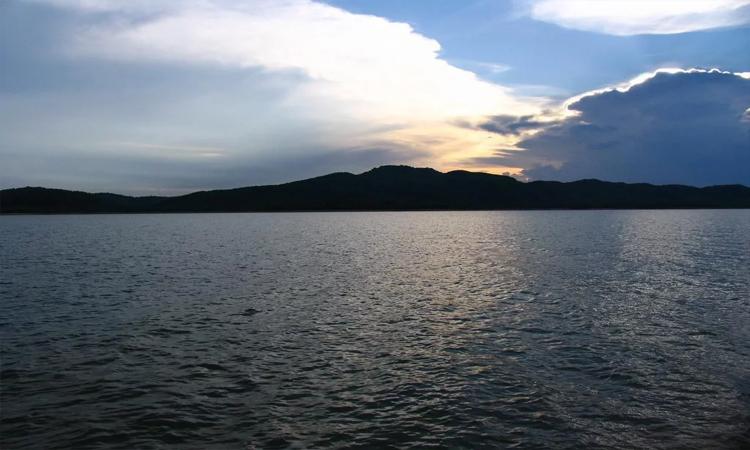Hồ Kẻ Gỗ - rộng lớn