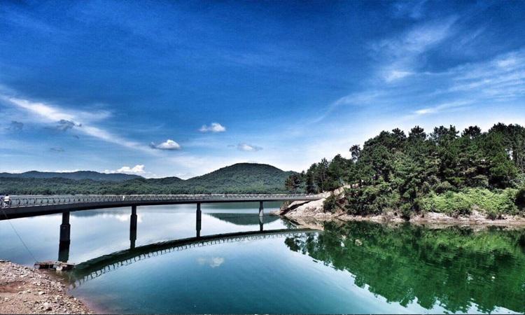 Hồ Kẻ Gỗ - cây cầu