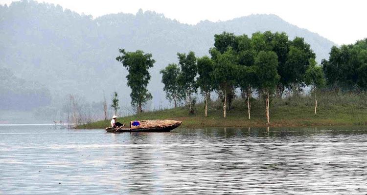 Hồ Thác Bà Yên Bái thuyền chèo