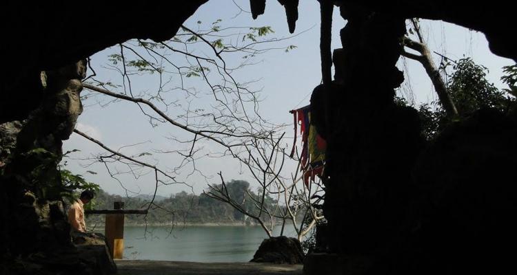 Hồ Thác Bà Yên Bái động Thủy Tiên