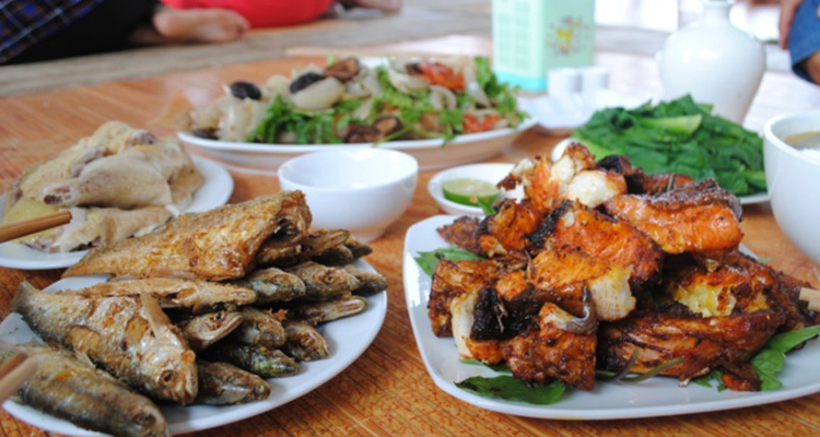 Hồ Thác Bà Yên Bái cá nướng