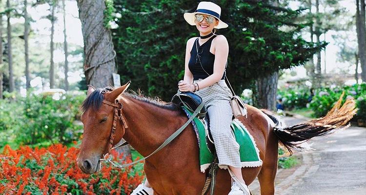 Hồ Than Thở - cưỡi ngựa
